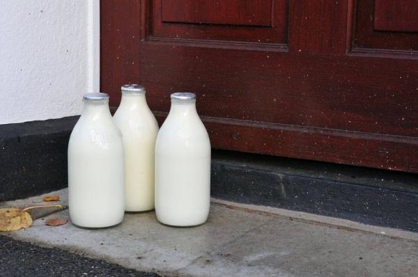 McQueens Dairies Milk